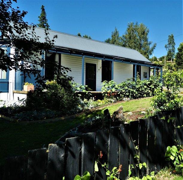 Large cottage ideal for couples., location de vacances à Lawrence