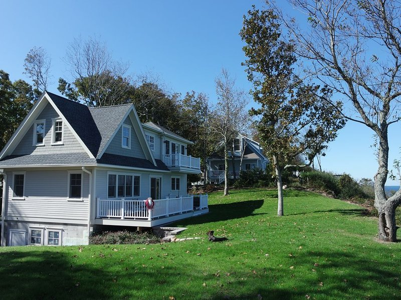 New home with spectacular view of Long Island Sound, location de vacances à Rocky Point