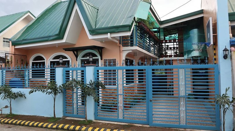 Spacious Private Guesthouse near San Juanico Bridge w/ free Airport Transfer, casa vacanza a Leyte Island