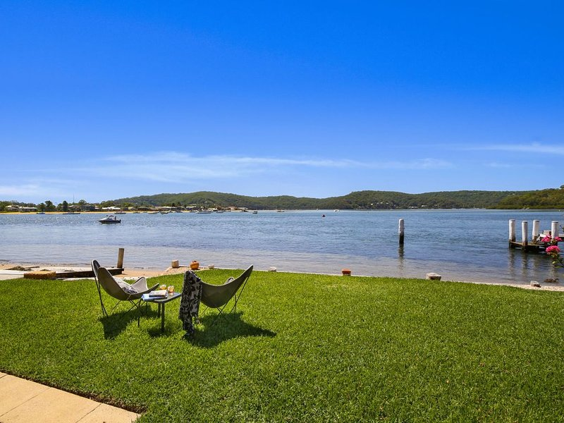 Kingfisher at Wagstaffe - Waterfront with Cozy fireplace, location de vacances à Ettalong Beach