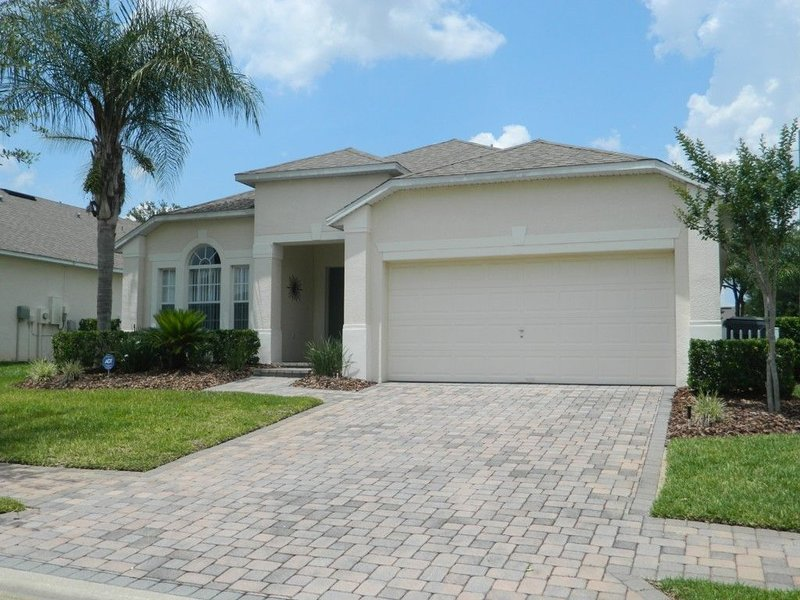 Superb 4BR Executive Villa with Pool, Games Room & Internet, vacation rental in Davenport