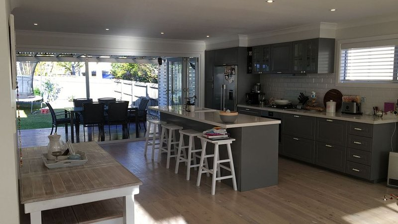 Beachside Family Retreat, holiday rental in North Narrabeen
