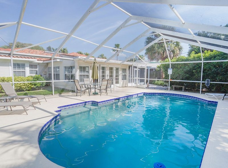 BEST SOCIAL DISTANCE Caladesi House, CLEARWATER PRIVATE BEACH AREA, PRIVATE POOL, vacation rental in Clearwater