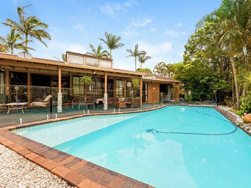 Questa non è una piscina per bambini. Piscina privata di dimensioni standard per gli ospiti.