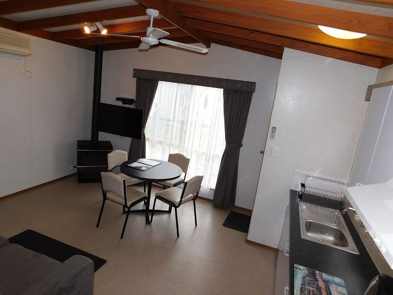 Dylene Caravan Park - Spa Villa, vacation rental in Werribee