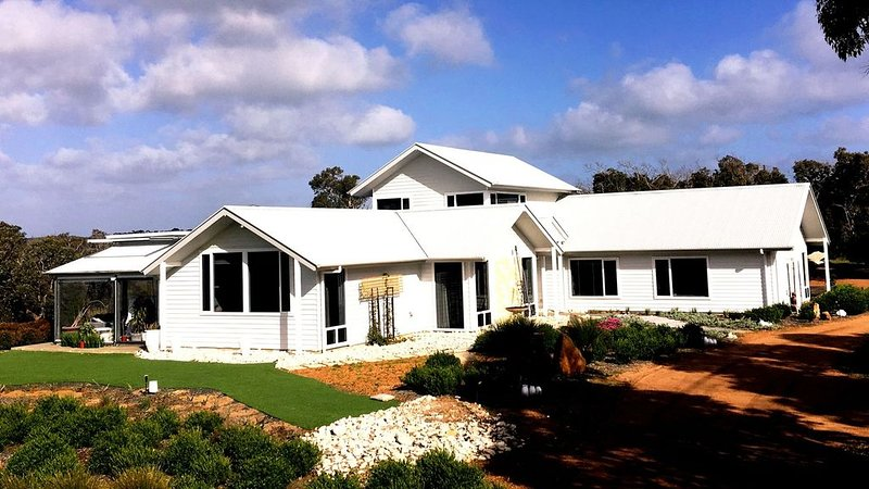 THE WHITE HOUSE * WALLCLIFFE FARMS, holiday rental in Prevelly