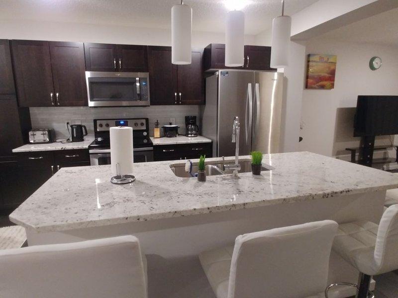 Modern Comfort within Laurel, vakantiewoning in Edmonton
