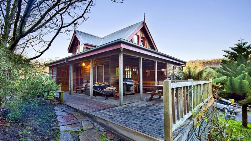 Cherry Tree Creek Lorne Cottages (Willowbank), holiday rental in Lorne