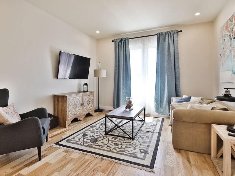 Contemporain 3 Bedrooms/2Bath MileEnd/Plateau, holiday rental in Montreal