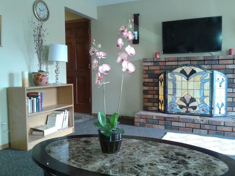 Low Monthly Rates - Home Away from Home - Cozy and Comfortable, casa vacanza a Mead