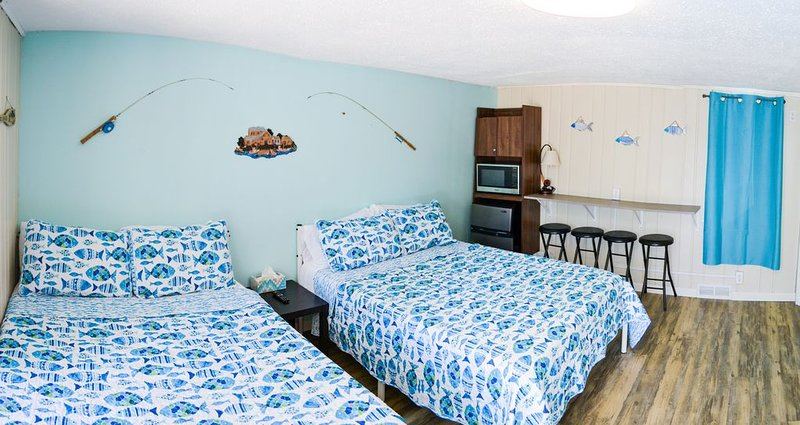 Whitehall Cottages Boutique Motel #8, holiday rental in Twin Lake