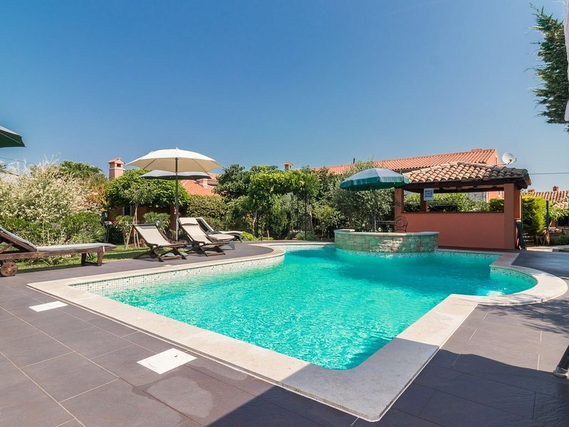 Traditional Istrian House in Pula with swimming pool ideal for a family, vacation rental in Pula