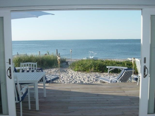 Luxury Beach House near Hamptons Vineyards walk to Restaurant 60 miles NYC, holiday rental in Middle Island
