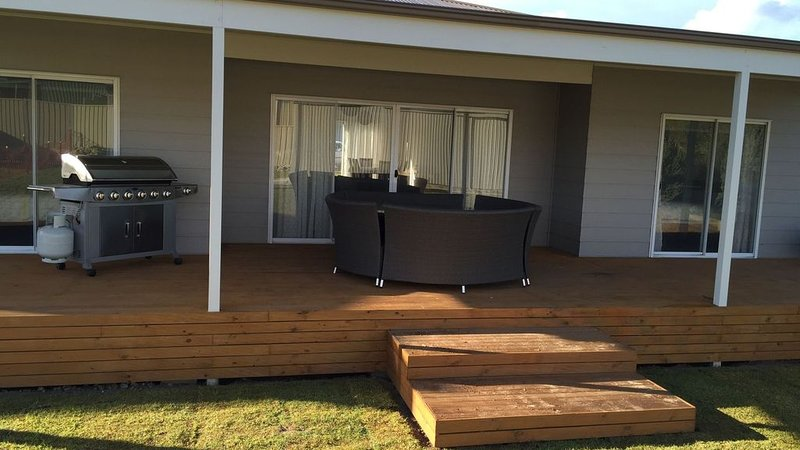 Middleton Beach House - beach location, holiday rental in Middleton