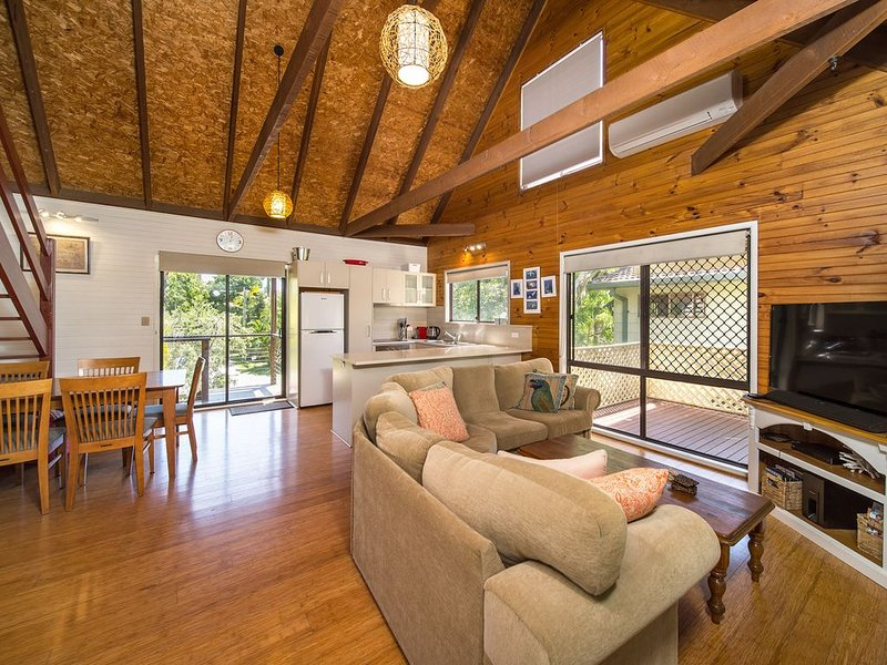 'Lemon Tree Cottage' - hosted by North Coast Lifestyle Properties, holiday rental in The Pocket