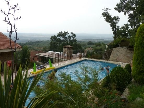 Las Casas de Agapito Centro Rural en Gredos, capacidad para 25 personas en total, location de vacances à Navalcan
