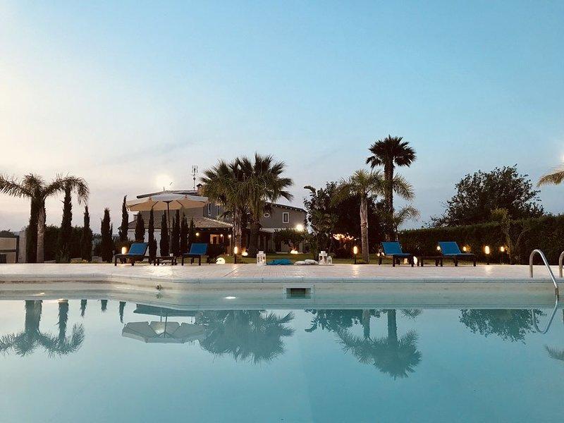 Villa con piscina tra Barocco Siciliano e mare. MODICA. NOTO. SCICLI. IBLA, location de vacances à Ispica