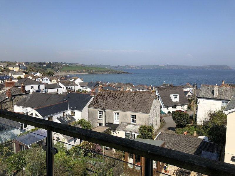 Stunning Panoramic Sea Views, 4 Bedrooms Sleeps 8, Pets Welcome, vacation rental in Portscatho