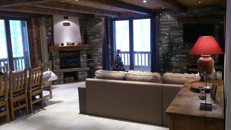 Appartement tout confort haut de gamme avec cheminée dans Chalet à Val d'Isère, holiday rental in Val d'Isère