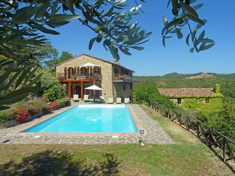 Le Vignaie - Relaxing villa with incredible views, location de vacances à Pierantonio