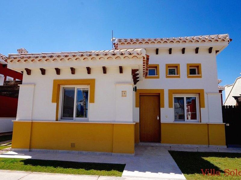 Casa Irlanda: Delux Detached Villa + Private Pool on 5* Mar Menor Golf Resort, alquiler vacacional en Torre-Pacheco