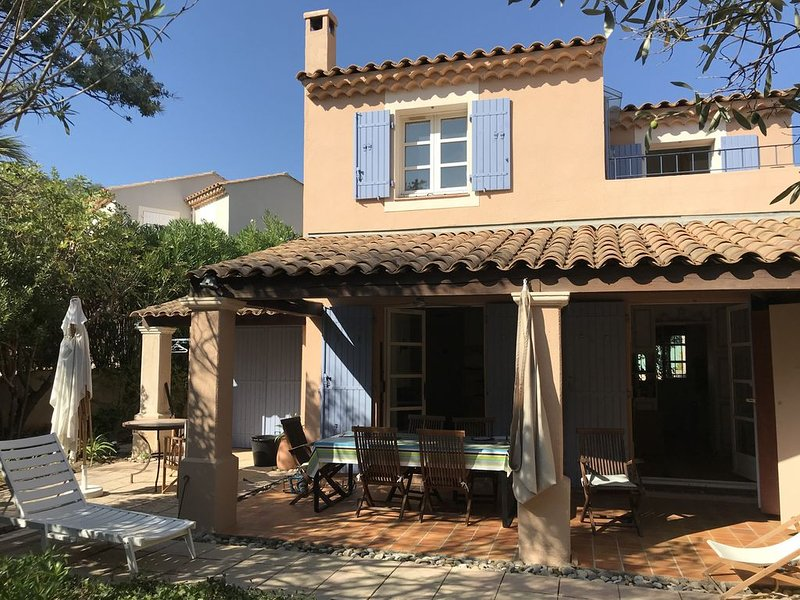 Maison avec jardin accès piscine & tennis, holiday rental in La Croix-Valmer