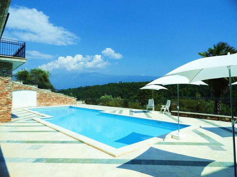 Residence Albatros- Trilocale B6 VISTA LAGO, holiday rental in San Giorgio