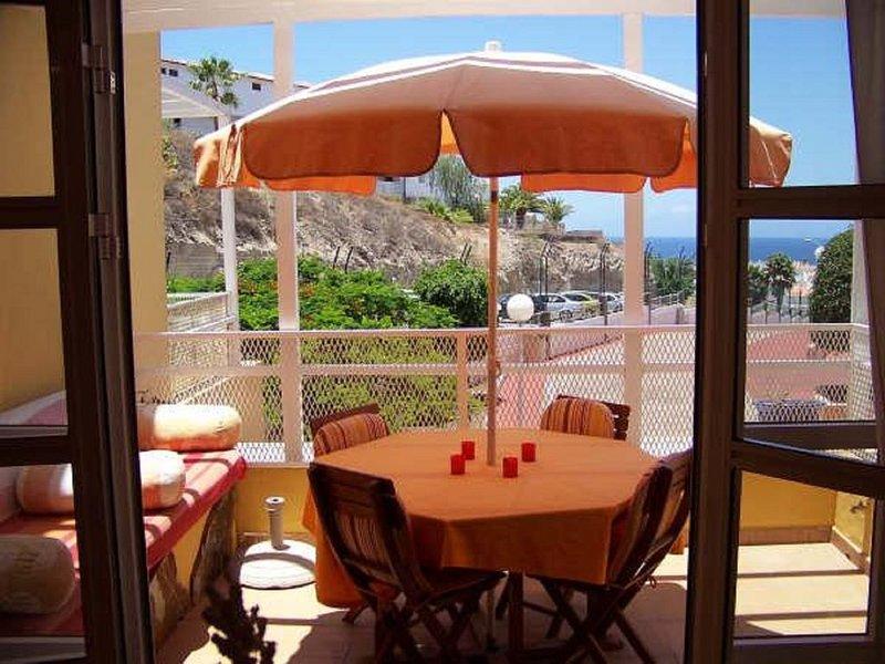 LUXUEUX tout confort WIFI, 3 PISCINES, Terrasse vue mer et sur l' île de la Gome, location de vacances à Costa Adeje