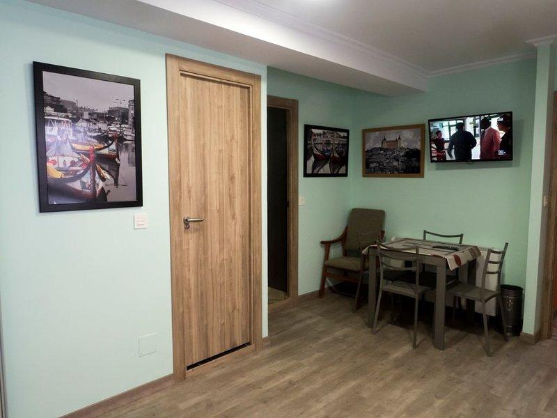 LEON,  APPARTEMENT CALME AU CENTRE VILLE, vakantiewoning in Garrafe de Torio