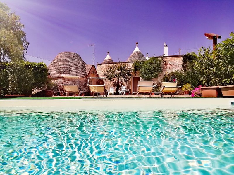 Trulli in Valle d'Itria intera villa Piscina privata acqua salata - 7/8 persone, location de vacances à Locorotondo