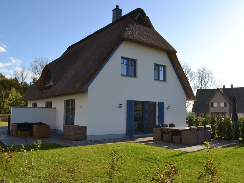 Spacious Holiday Home in Rerik near Baltic Sea Beach, holiday rental in Wendelstorf