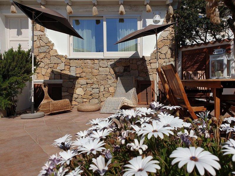 Villetta Francesca con ampia veranda e solarium sulla Baia. ' iun.gov.itP6761', holiday rental in Capo Testa