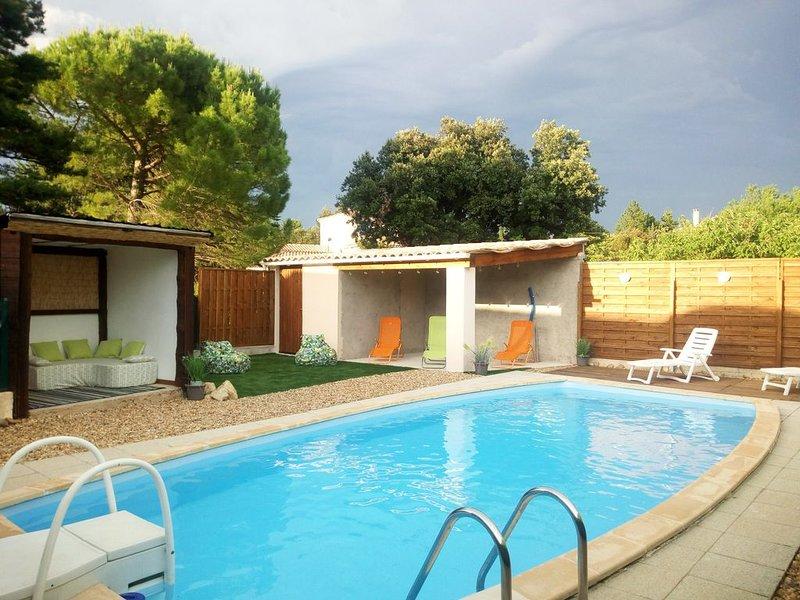 PROVENCE VENTOUX Villa 7 personnes. Piscine privée et jardin, holiday rental in Mormoiron