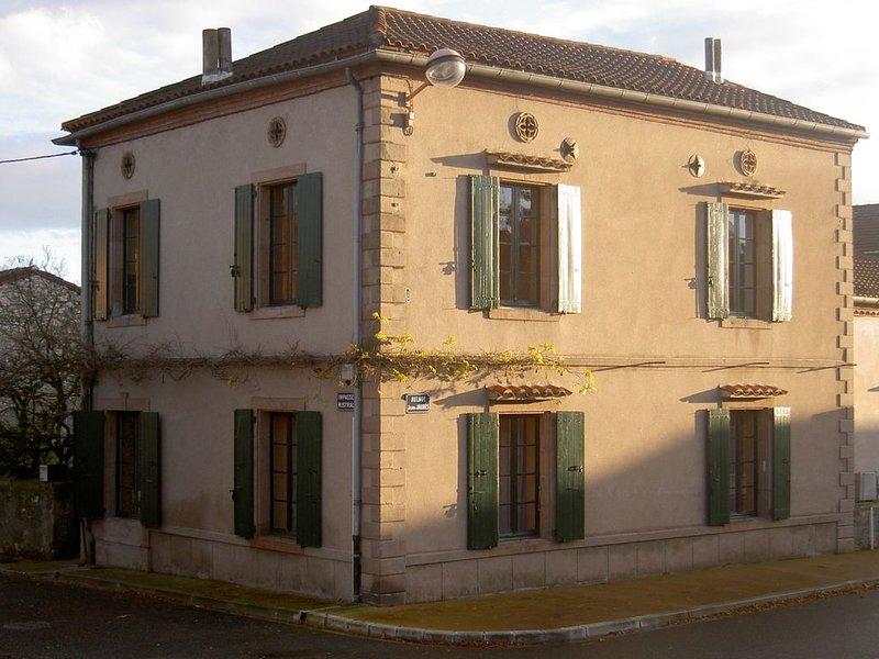 Maison de Famille Charmante, Ensoleillée et Calme Avec de Grands Espaces, 160m², vacation rental in Mirandol Bourgnounac
