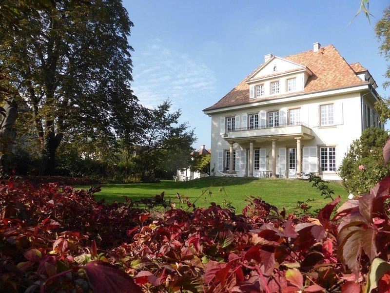 Villa Urban, maison de maître 9 personnes avec grand jardin proche centre-ville, vacation rental in Lingolsheim