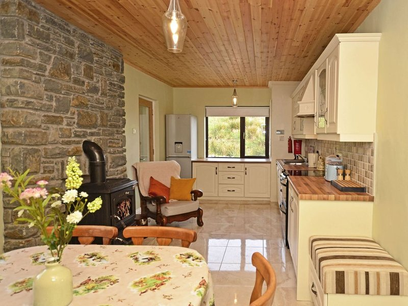Cottage 317 - Recess - sleeps 5 guests  in 3 bedrooms, location de vacances à Rosmuck