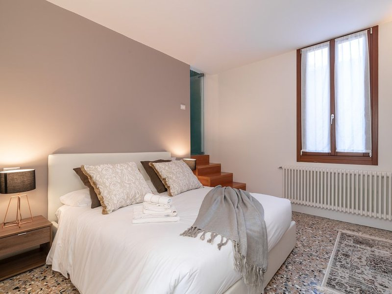 Best Rialto Palace apartment 2, vacation rental in Cannaregio