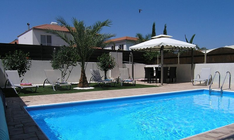 Kalithea Villa With Private Pool And Scenic Views, holiday rental in Kornos
