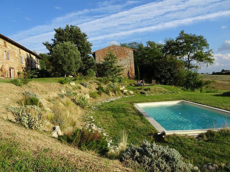 Suite de 4 pièces (75 m2) dans une ferme de caractère, salle de fitness, piscine, location de vacances à Calmont