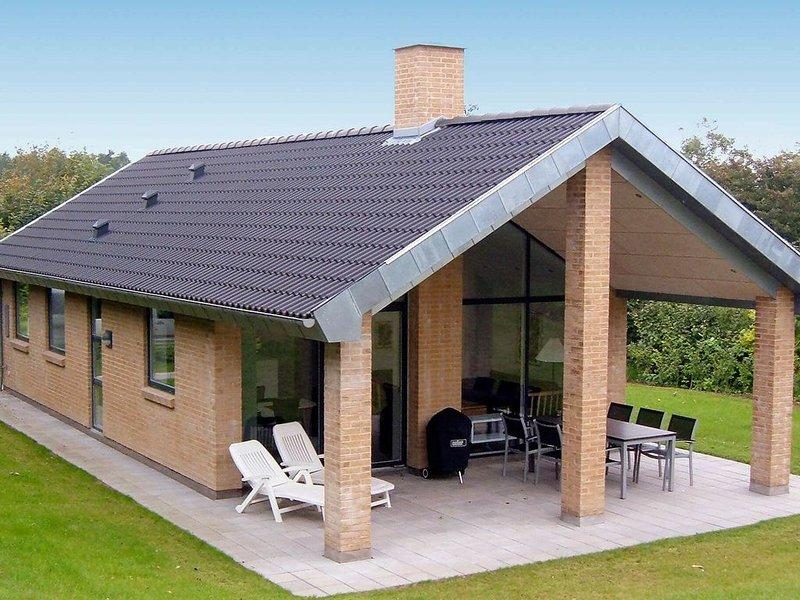 Charming Holiday Home in Struer Denmark with Terrace, aluguéis de temporada em Lihme