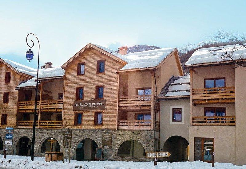 Appart Spacieux + Confort 6p | Esprit Chalet, équipé + privé, vacation rental in Martello