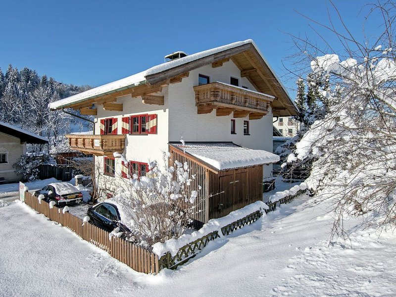 Luxurious Chalet near Ski Lift in Hopfgarten, vacation rental in Hopfgarten im Brixental