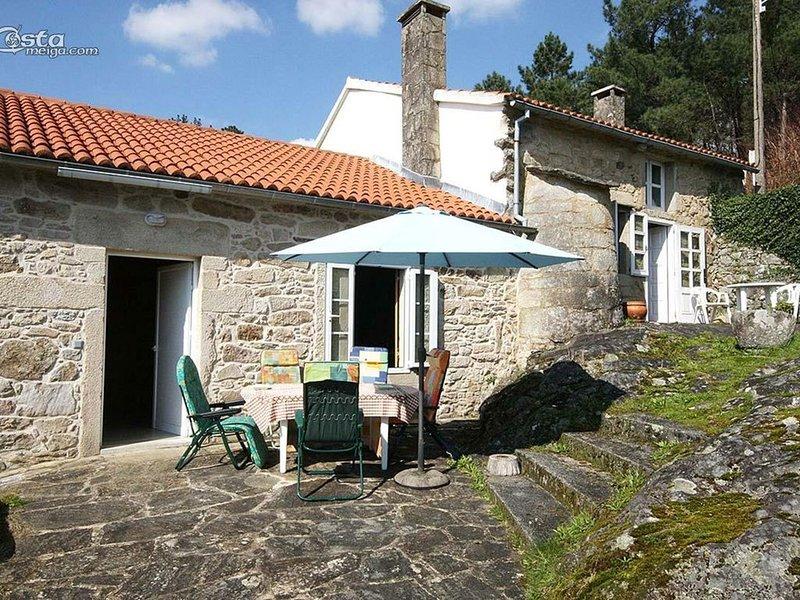 Casa - 4 Dormitorios - 107565, holiday rental in Negreira