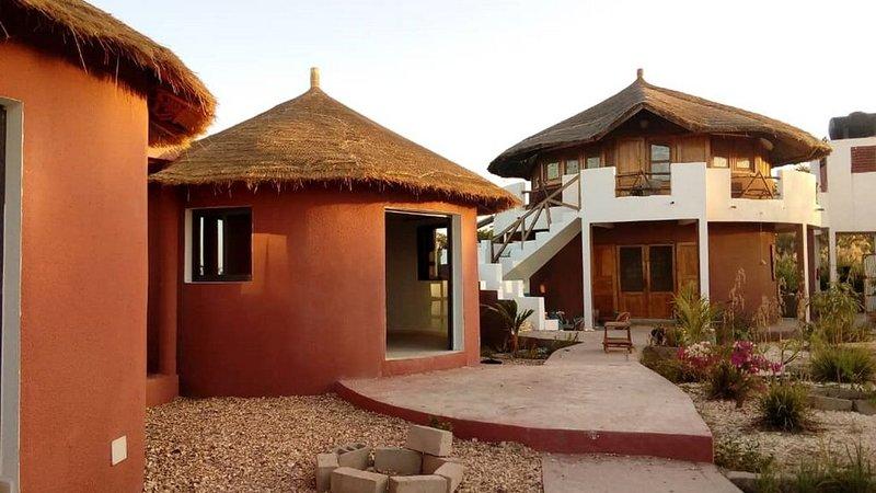 Chambre d'hôtes BakeaDiam - Dionewar - Saloum - Sénégal, casa vacanza a Ndangane