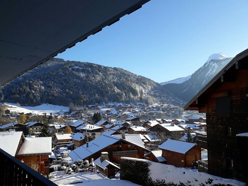 Newly Refurbished luxury studio Morzine,1st floor, sleeps 4/5, centrally located, vacation rental in Morzine