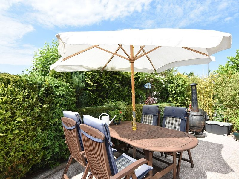 Lovely Bungalow in Hohenkirchen Germany by the Sea, holiday rental in Hohenkirchen