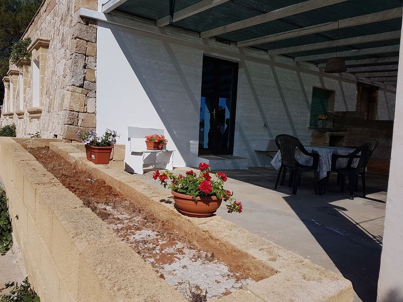 RELAXING BEACH HOUSE 200mt CRYSTAL CLEAR SEA, holiday rental in Pizzo