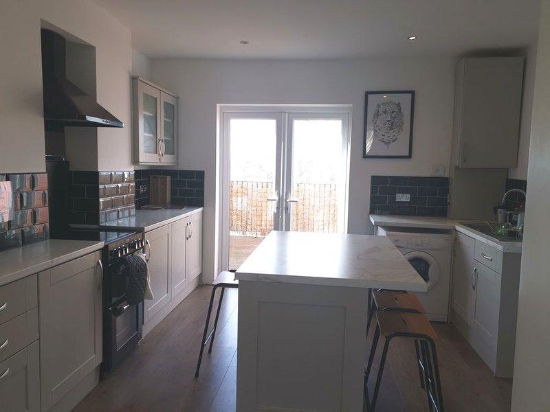 Classy top floor maisonette near English Channel - sleep up to 8, location de vacances à Ramsgate