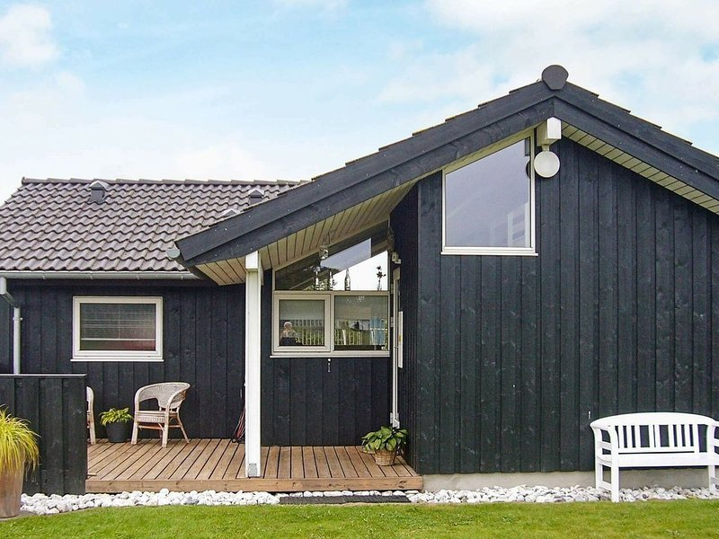 Beautiful Holiday Home in Nordborg with Roofed Terrace – semesterbostad i Sönderborg