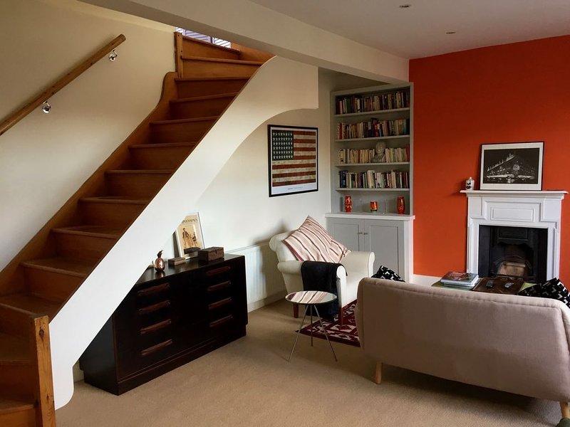 Stylish top floor 1 bed flat in West Hampstead, aluguéis de temporada em Willesden